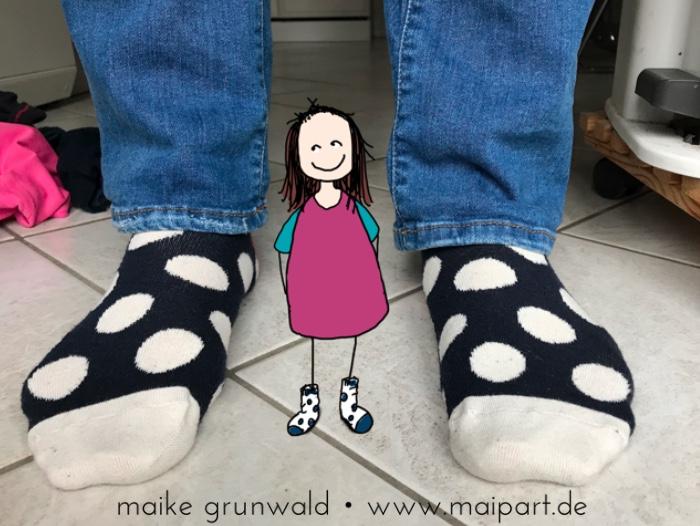 Lotte und ich mit unseren Socken.